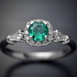 Jewelry - lab created emerald ring